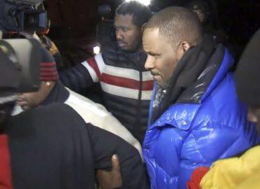 Inculpé pour abus sexuels, notamment sur mineures, R. Kelly s'est rendu aux autorités