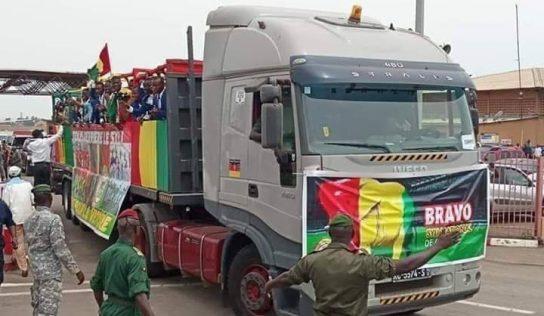 Syli cadet: Les joueurs guinéens à bord d'un camion enflamme la toile