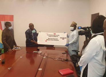 UBA Guinée fait une donation au Ministère de la Santé à hauteur de 960000000 millions GNF pour la lutte contre la pandémie Corona virus