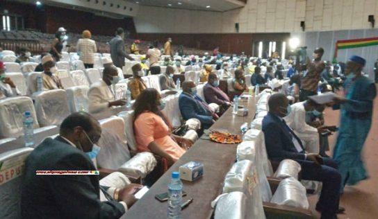 Session inaugurale de la 9ème législature : les diplomates et des ministres élus députés, absents