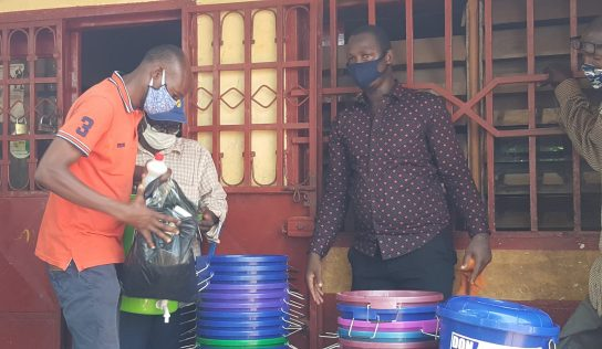 COVID-19 : l'ONG ADES fait un don de kits sanitaires à la cité de solidarité