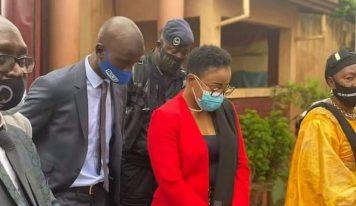 Accusée de détournement de 200 milliards, Zenab Dramé réagit :»prenez mon poste, mais ne touchez pas à mon honneur»